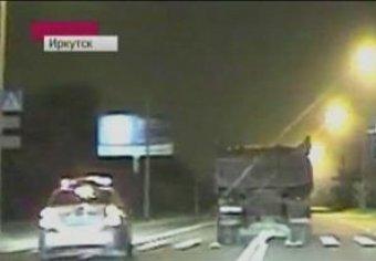 """В Иркутске пьяный водитель на """"КамАЗе"""" устроил гонки со стрельбой. Полиция выпустила 50 пуль"""