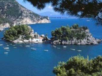 Власти Греции распродают острова за долги