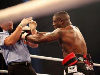Британски боксёр избил судью во время боя