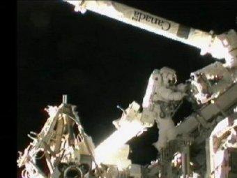 Астронавты починили МКС с помощью ... зубной щетки
