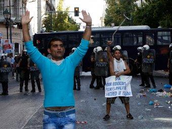 В Афинах мусульмане штурмовали посольство США: 40 задержанных