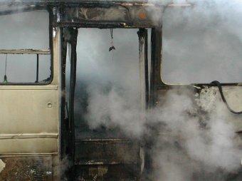 Возле Курского вокзала в Москве сгорел автобус, погибли двое