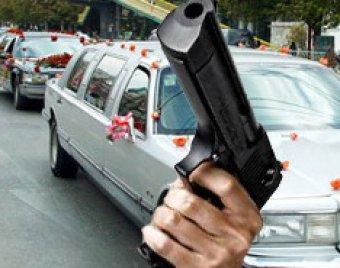 Участники свадебного кортежа открыли стрельбу в центре Москвы