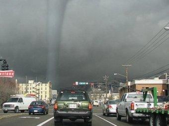 Сразу два разрушительных торнадо обрушились на Нью-Йорк