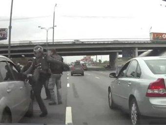 В Москве на МКАДе байкеры избили водителя