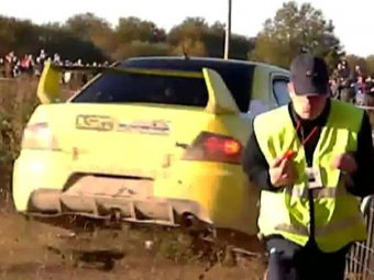 Экипаж российских гонщиков протаранил толпу на ралли в Эстонии