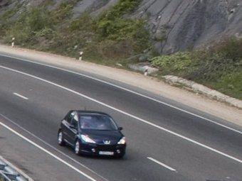 В Сочи 10-летняя девочка выпрыгнула на ходу из машины похитителя