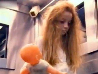 В Бразилии телевизионщики пугали пассажиров лифта девочкой-призраком