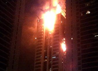 Крупный пожар в Дубае превратил небоскреб в огненный столб