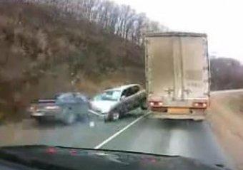 Подборка роликов с ДТП на русских дорогах шокировала иностранцев