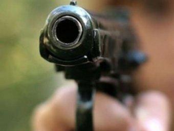 В Магадане неизвестные расстреляли людей на остановке: четверо раненых