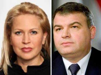 СКР: обладательница 5 чемоданов драгоценностей обманывала Сердюкова