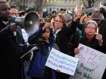 После бойни в Коннектикуте американцы требуют запретить свободную продажу оружия