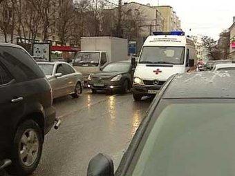 """Годовалый ребенок умер из-за застрявшей в московских пробках """"скорой"""""""