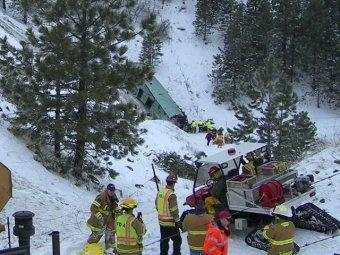 Автобус с туристами из Лас-Вегаса сорвался в ущелье: 9 погибших