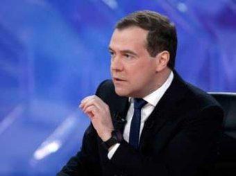 Медведев отвечает на сложные вопросы 5 каналов: о Сердюкове, конце света, гей-пропаганде и угрозе для СМИ