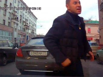 В Москве подполковник МВД с ножом напал на автоинструктора с учеником
