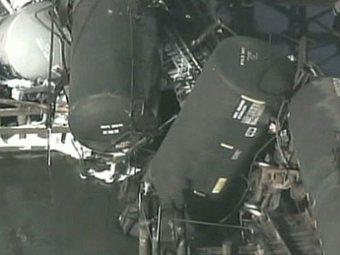 В США с моста рухнул товарный состав с мутагенным ядом: отравились уже 18 человек