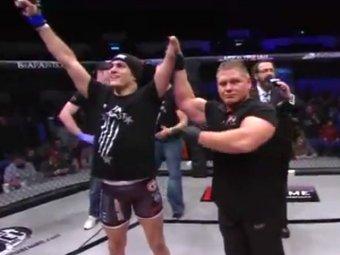 В США пояс чемпиона ММА завоевал однорукий боец
