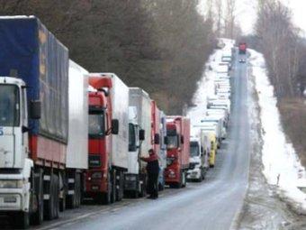 Пробка на трассе Петербург–Москва уже 200 км: водители на грани нервного срыва