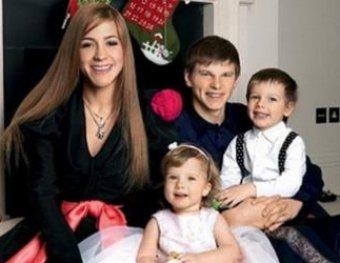 """СМИ: Андрей Аршавин бросил жену с тремя детьми ради """"Мисс Великобритании"""""""