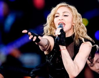 Во время концерта в Колумбии Мадонна разбила лицо, упав на сцену