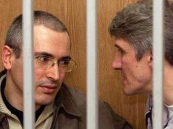 Омбудсмен Владимир Лукин обжаловал взыскание с Ходорковского 17 млрд