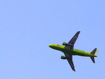 Лайнер, летевший в Таджикистан, вернулся в Москву из-за дебошира