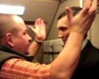 Бизнесмен из Саратова устроил дебош в самолете, избив бортпроводника и пассажиров