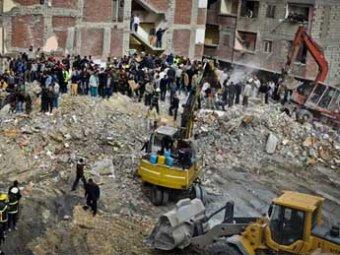 В Египте рухнул восьмиэтажный дом: 28 погибших, еще около 20 пропали без вести