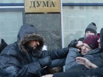 У Госдумы подрались сторонники и противники закона о гей-пропаганде