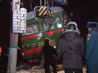 В Подмосковье грузовик столкнулся с электричкой: водитель машины погиб