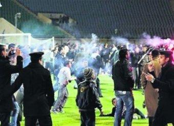 В Порт-Саиде футбольные фанаты штурмуют тюрьму, пытаясь спасти от казни 21 человека