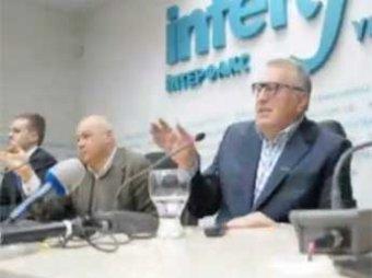 В Киеве Жириновского закидали капустой и обозвали украинофобом