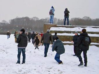 В Петербурге игры в снежки охраняли 10 полицейских
