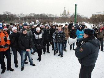 Питерская полиция пресекла игру в снежки