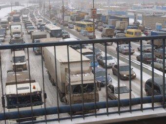 В Москве после снегопада пробки растянулись на 35000 км