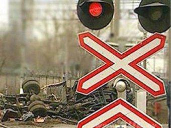 Под Петербургом электричка протаранила иномарку: есть жертвы
