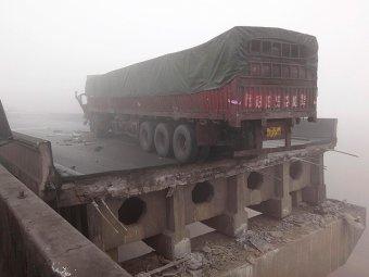В Китае взорвался грузовик с петардами: 26 погибших