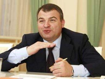 Сердюков пять часов объяснял следователям помощь зятю в постройке даче заботой о военных