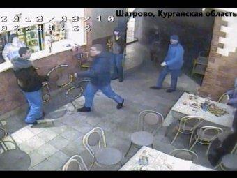 Беспредел в селе Шатрово: банда громил молча избивают всех подряд
