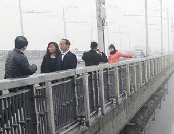 В Китае фотограф случайно снял влюбленную пару самоубийц
