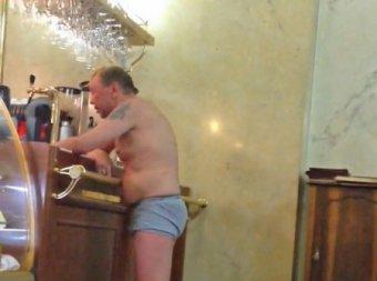 Гарик Сукачев устроил пьяный дебош в отеле