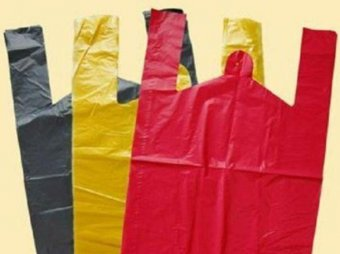 СМИ: магазины зарабатывают сотни миллионов на продаже пакетов