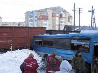 На Сахалине автобус столкнулся с поездом: шестеро пострадавших