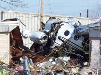 В США самолет рухнул на жилой квартал, двое погибли, еще двое ранены