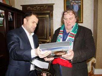 Медведев посоветовал губернаторам не разбрасываться квартирами для Депардье