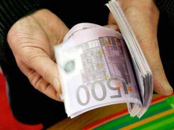 Forbes подсчитал зарплаты подчиненных Медведева: они сравнялись с окладами топ-менеджеров