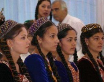 Жительницы Туркменистана получат по  к 8 марта от президента