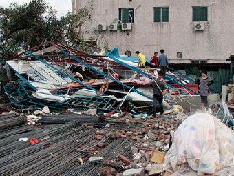 В Китае град размером с теннисный мяч разрушил тысячи домов